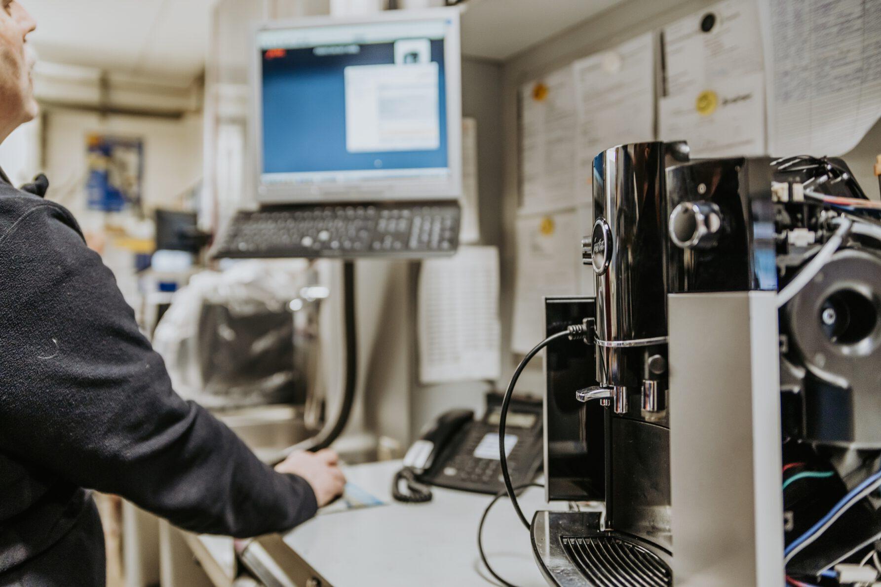 Werkstatt. Reparatur von Kaffeevollautomaten, JURA